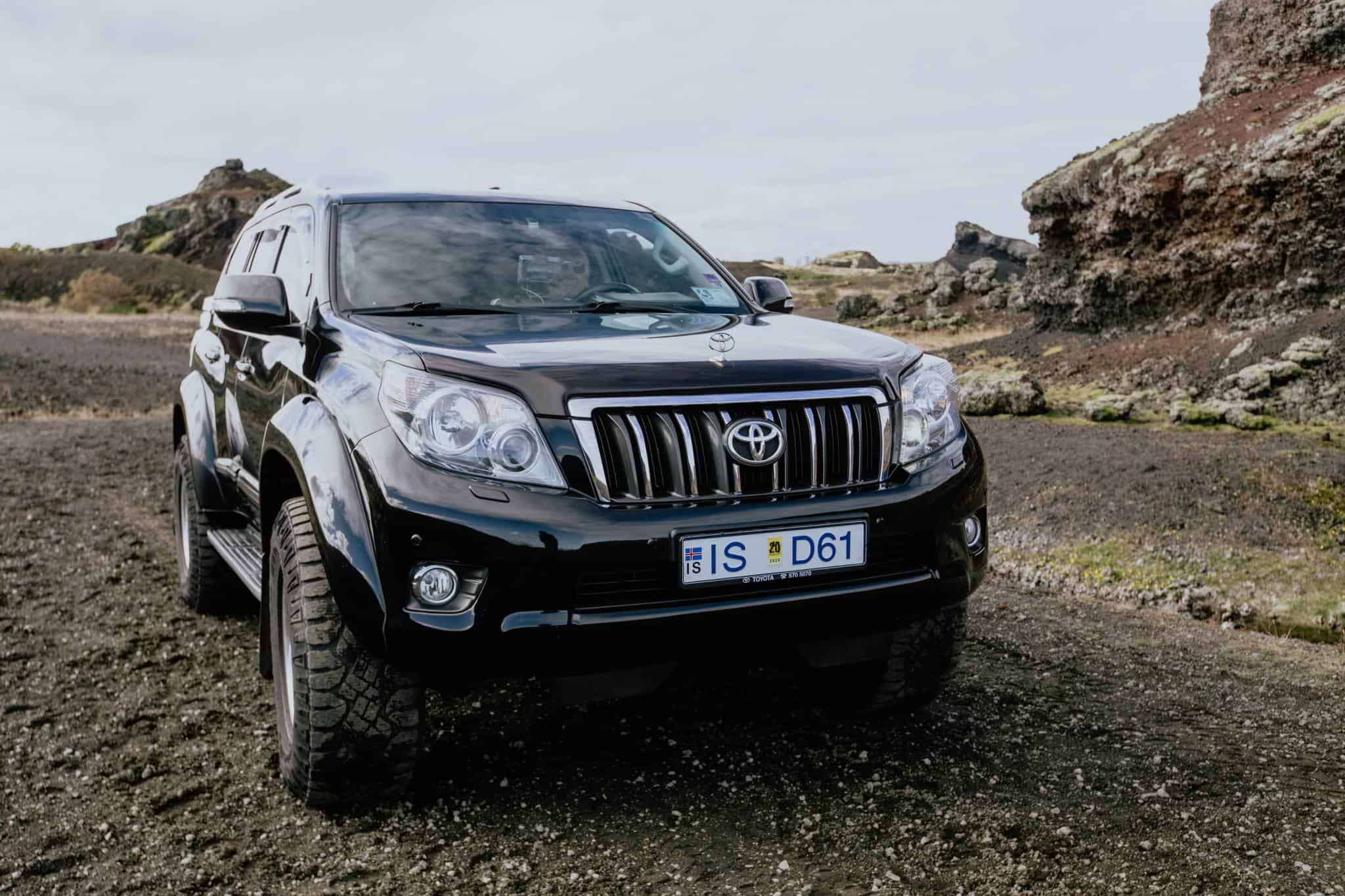 Private Airport Transfers In Iceland From Keflavik Airport To Reykjavik By Luxury 4x4 Jeep
